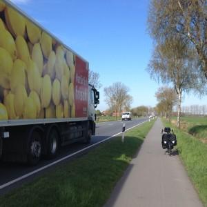 Godstrafik och cyklar effektivt åtskilda...