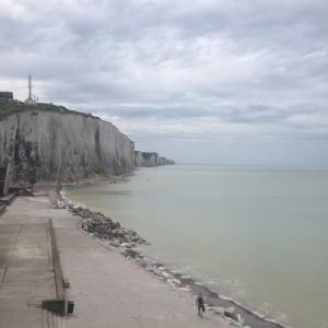Ault- vita klippor, lugnt hav